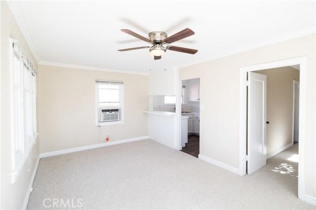 7500 Owensmouth Avenue, Canoga Park CA: http://media.crmls.org/mediascn/b0c857d8-0460-4d64-88b2-ea408d30e565.jpg