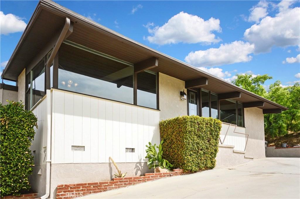9694 Sunland Boulevard, Sunland, CA 91040