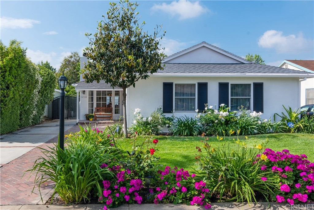 Photo of 14722 WEDDINGTON STREET, Sherman Oaks, CA 91411