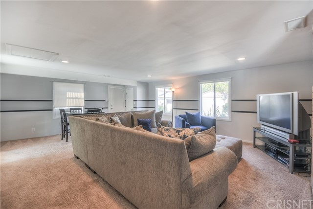 17812 Silverstream Drive, Canyon Country CA: http://media.crmls.org/mediascn/b1a15759-d4c6-4c2f-b7e1-5756e81beecb.jpg