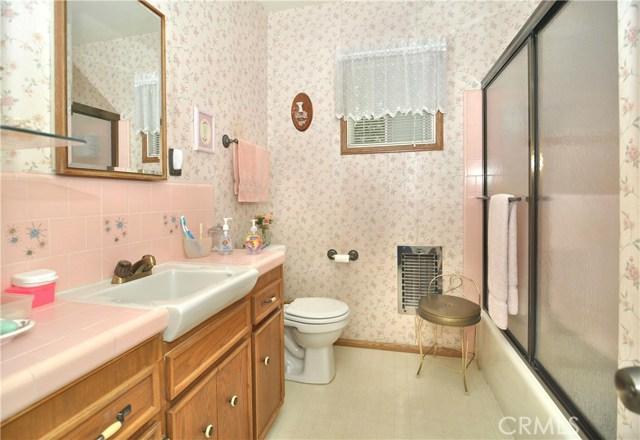 22142 Hart Street, Canoga Park CA: http://media.crmls.org/mediascn/b1b199cf-c247-4266-81ae-d9a2fa1ed99e.jpg