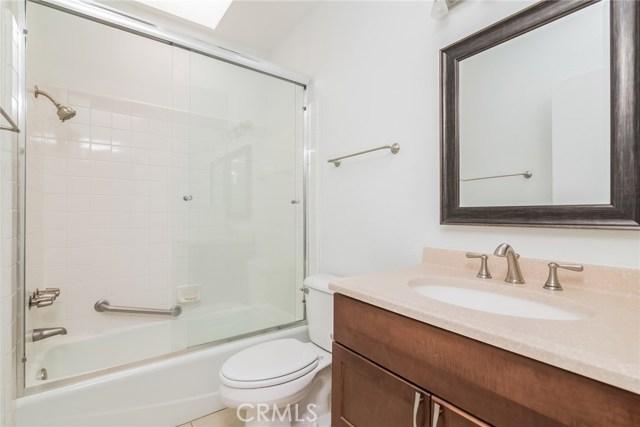 5711 Owensmouth Avenue, Woodland Hills CA: http://media.crmls.org/mediascn/b1b380d5-fb77-4ff7-8ff6-76aae8f0a0bf.jpg
