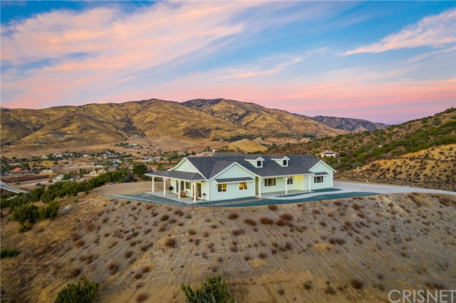 Detail Gallery Image 1 of 1 For 35101 Penman Rd, Agua Dulce,  CA 91390 - 4 Beds | 3 Baths