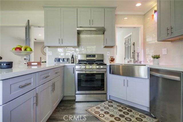 10426 Yolanda Avenue, Northridge CA: http://media.crmls.org/mediascn/b1e60909-48ae-4b2d-b366-3b883856c0d7.jpg