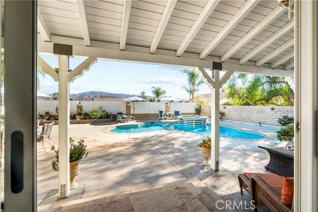 28225 Bel Monte Court, Canyon Country CA: http://media.crmls.org/mediascn/b2082341-bd39-4997-9656-85b73db413ac.jpg