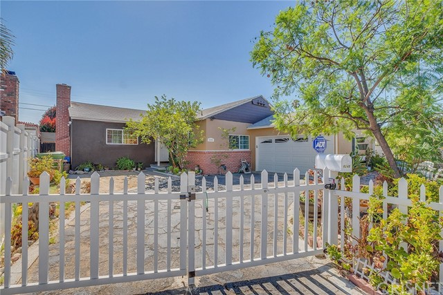 8240 Beeman Avenue, North Hollywood CA: http://media.crmls.org/mediascn/b21d0ed8-0da6-4ba5-9040-f01ef10de729.jpg