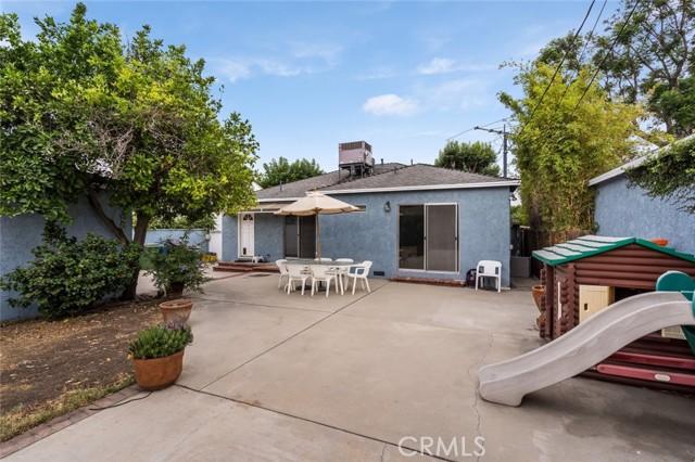 6550 Mclennan Avenue, Lake Balboa CA: http://media.crmls.org/mediascn/b22277a6-31f2-4d4a-af26-32998bd6c075.jpg