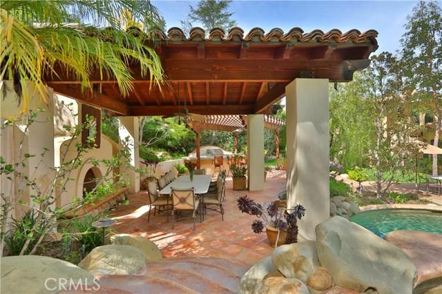 24520 Wingfield Road, Hidden Hills CA: http://media.crmls.org/mediascn/b24bef3c-ef88-49ec-9a18-0f65063ad9b6.jpg