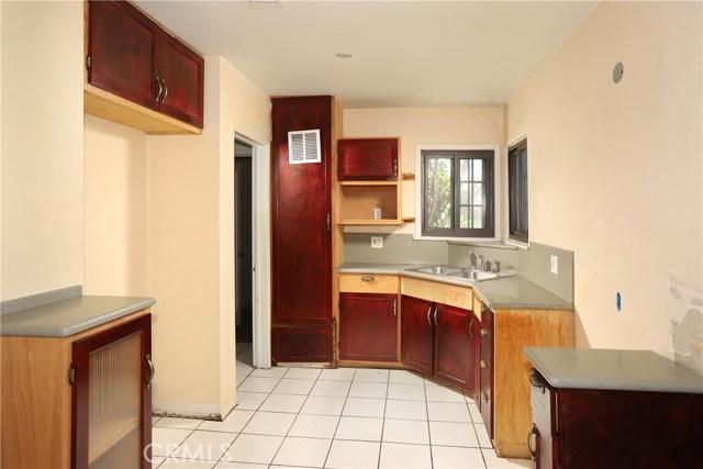 10550 Oxnard Street, North Hollywood CA: http://media.crmls.org/mediascn/b24f061e-d33a-4699-b71d-708fe44d3a29.jpg