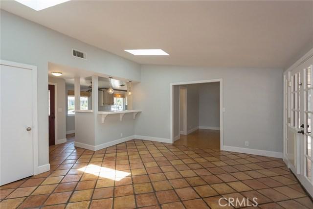 869 Yorkshire Avenue, Thousand Oaks CA: http://media.crmls.org/mediascn/b2ef4655-8d15-4f39-acf7-9f34cd1065a9.jpg