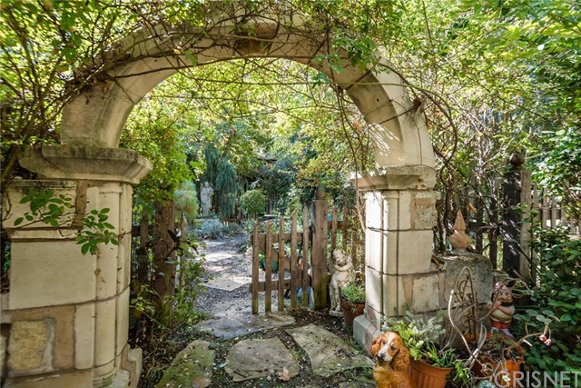 19115 Charles Street, Tarzana CA: http://media.crmls.org/mediascn/b2ff4121-cc0f-4b7e-ae74-4a3c614062cf.jpg