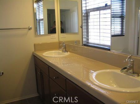 11514 Cararra Lane, Porter Ranch CA: http://media.crmls.org/mediascn/b308ebab-692e-4ea4-8dd7-aaea5995cac4.jpg