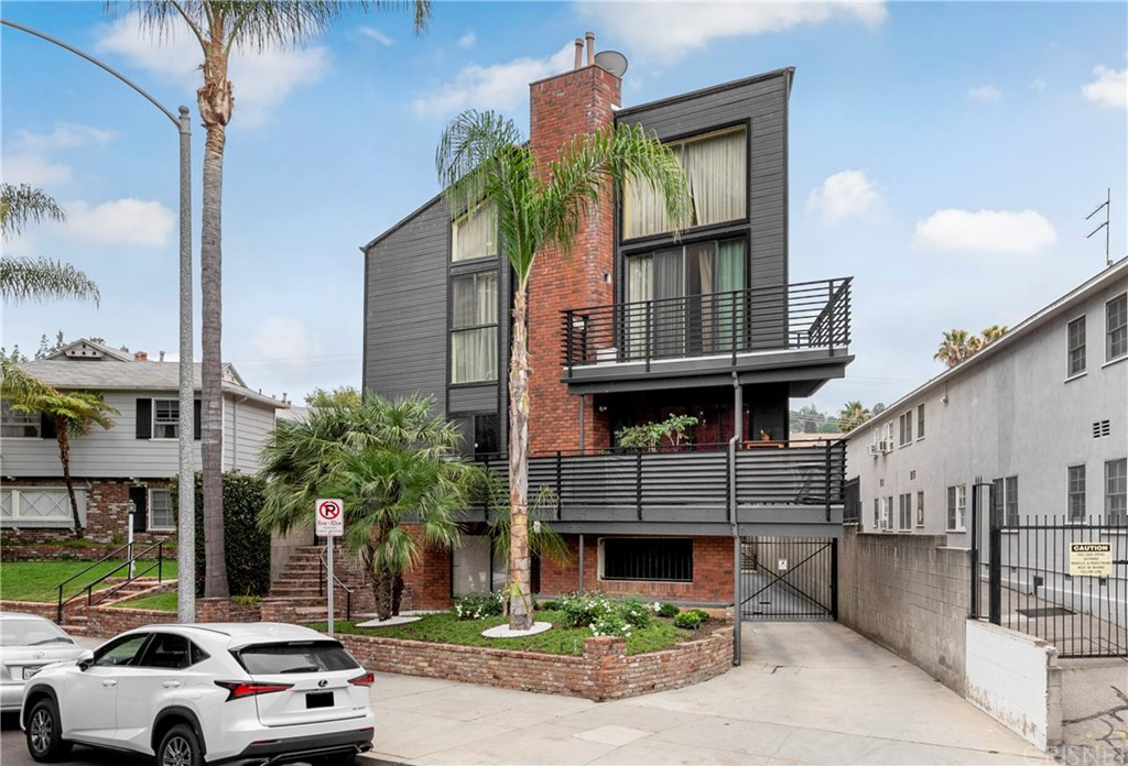 Photo of 12930 VALLEYHEART DRIVE #7, Studio City, CA 91604