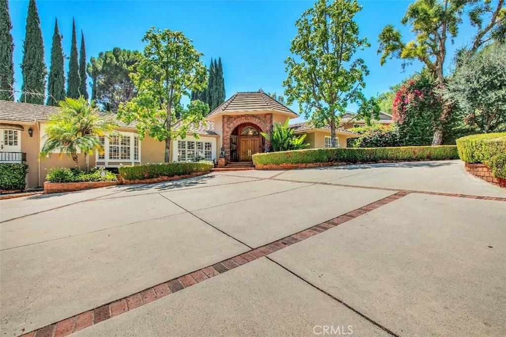 Photo of 15600 VANDORF Place, Encino, CA 91436