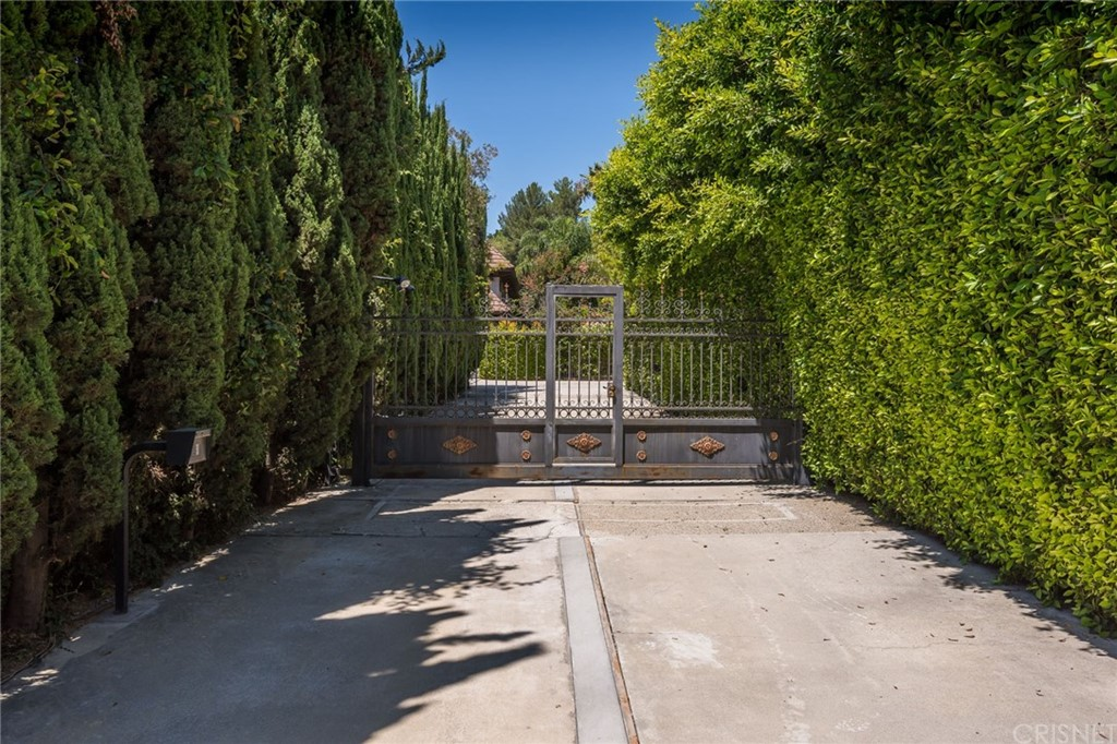 Property for sale at 2939 NORTH BEVERLY GLEN CIRCLE, Los Angeles,  CA 90077