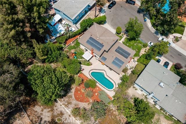20324 Reaza Place, Woodland Hills CA: http://media.crmls.org/mediascn/b4d8d4f8-4b69-4305-a5d0-517102348077.jpg
