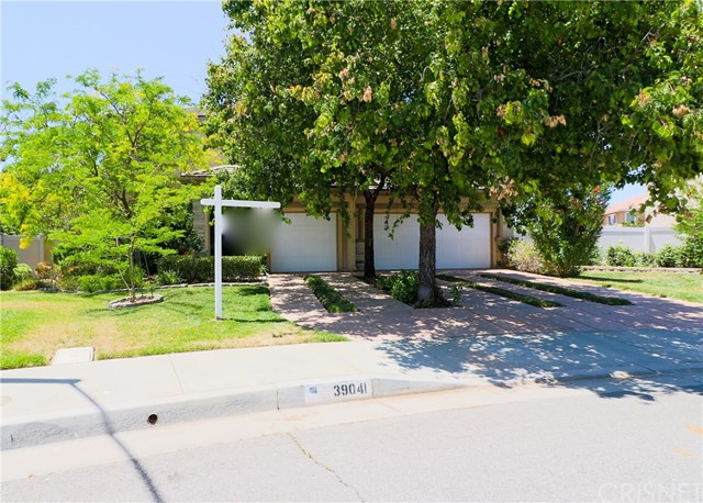 39041 Pacific Highland Street, Palmdale CA: http://media.crmls.org/mediascn/b50870d8-2a3a-4eef-aede-0070a2738882.jpg