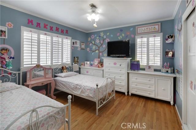 20547 Covello Street, Winnetka CA: http://media.crmls.org/mediascn/b556aca3-0dfc-4744-a5ca-7fc5dbbc5da9.jpg