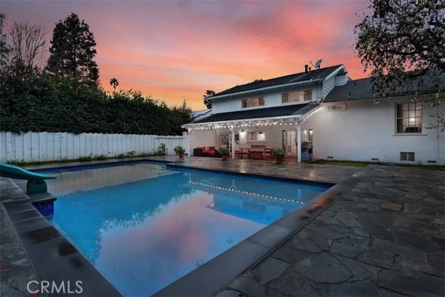 4838 Quedo Place, Woodland Hills CA: http://media.crmls.org/mediascn/b55fb2ef-b518-4ee5-b16a-95c4d7a6ffe4.jpg