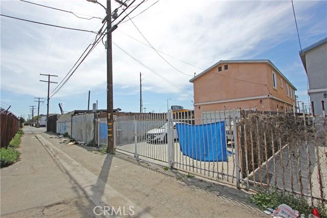 9912 S San Pedro Street, Los Angeles CA: http://media.crmls.org/mediascn/b649f450-f343-4888-8389-d1ff079c31ce.jpg