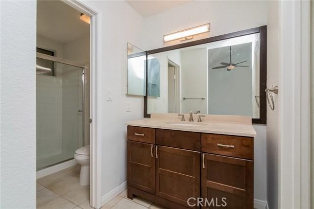 5711 Owensmouth Avenue, Woodland Hills CA: http://media.crmls.org/mediascn/b652fc5b-450c-4b9b-bd71-d70ac2bb27b0.jpg