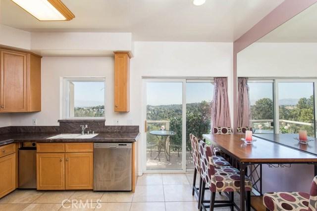 4964 Medina Road, Woodland Hills CA: http://media.crmls.org/mediascn/b6853bbf-34da-4fba-85b2-45d94f5e0083.jpg