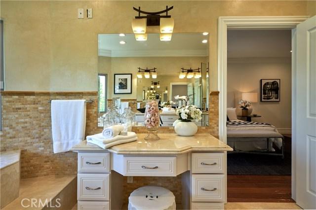 22137 Avenue San Luis, Woodland Hills CA: http://media.crmls.org/mediascn/b6957864-0fce-4a98-b30d-7e84bb9ddfad.jpg