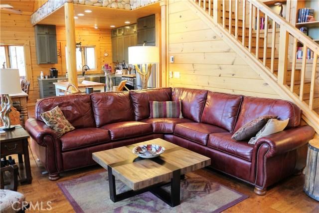 15817 Edgewood Way, Pine Mtn Club CA: http://media.crmls.org/mediascn/b763cc7d-00df-43fd-93b4-782a59212402.jpg