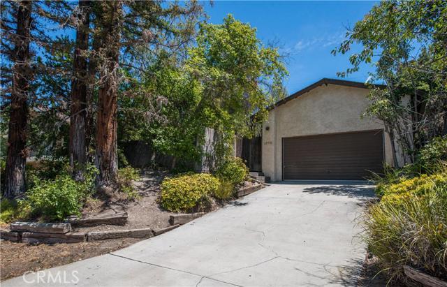 22918 Avenue San Luis, Woodland Hills, California 91364- Oren Mordkowitz