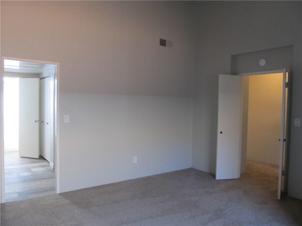 326 N 5th Street, Burbank CA: http://media.crmls.org/mediascn/b7b75450-4487-4cf8-8f69-e72991316ed2.jpg