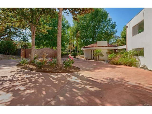 Single Family Home for Sale at 19237 Charles Street Tarzana, California 91356 United States