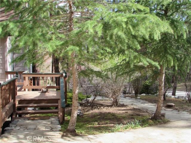 2117 Cypress Way, Pine Mtn Club CA: http://media.crmls.org/mediascn/b7f82872-cf95-4755-b723-c176f9afc207.jpg