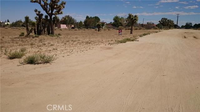 25 W Avenue L8, Lancaster CA: http://media.crmls.org/mediascn/b80904a1-2ed6-4615-bb2f-43ed5c01396c.jpg