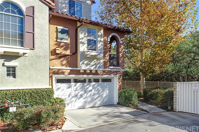 Detail Gallery Image 1 of 33 For 23401 Abbey Glen Pl, Valencia,  CA 91354 - 2 Beds | 2/1 Baths