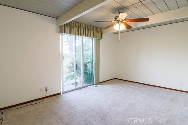 12662 Jimeno Avenue, Granada Hills CA: http://media.crmls.org/mediascn/b8411694-1e62-4c6f-a536-2c1959f997f8.jpg