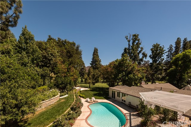 18 Toluca Estates Drive, Toluca Lake CA: http://media.crmls.org/mediascn/b8628b36-0226-4462-83a3-be5a275eee08.jpg
