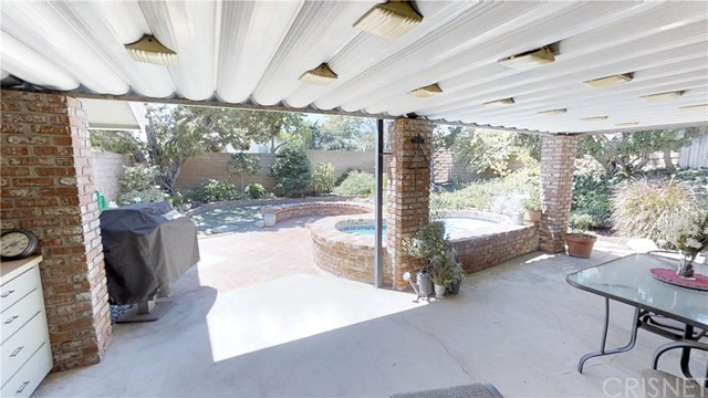 9732 Sari Place, Northridge CA: http://media.crmls.org/mediascn/b88a7626-4c32-4576-bf48-7905faa4d08a.jpg