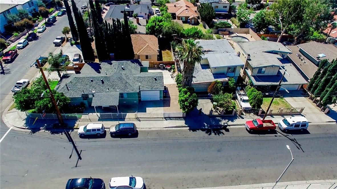13059 Dronfield Avenue, Sylmar CA: http://media.crmls.org/mediascn/b8934c55-20af-49d7-91cf-d971df0cff7e.jpg
