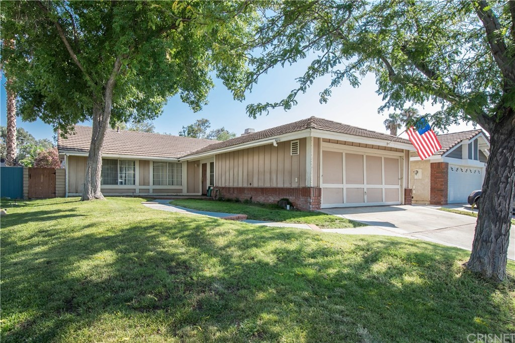 Single story home in Canyon Country with large lot size! 3 bedroom, 2 bathroom home, master bedroom has sliding door opening up to patio. Big backyard with a view! Fireplace in living room, home needs some cosmetic work, a lot of potential!