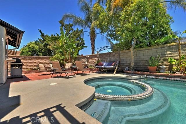 25670 Yucca Valley Road, Valencia CA: http://media.crmls.org/mediascn/b8cb9d54-62eb-4e56-939c-1762b32a299c.jpg