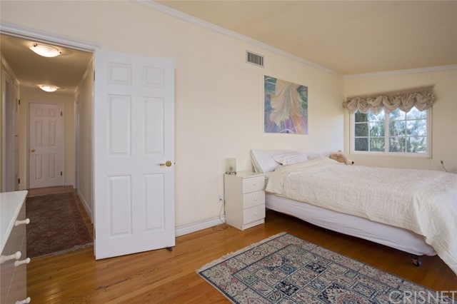 4740 Dunman Avenue, Woodland Hills CA: http://media.crmls.org/mediascn/b8cf1fbe-5ed2-461a-9d02-f802e4803e92.jpg