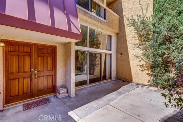 5441 Yarmouth Avenue, Encino CA: http://media.crmls.org/mediascn/b8eee50e-6f84-4076-90c8-4f0df4e37509.jpg