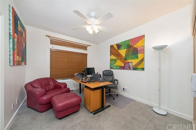 22224 Cairnloch Street, Calabasas CA: http://media.crmls.org/mediascn/b909490b-41c4-4665-99ba-2729538eb4e1.jpg