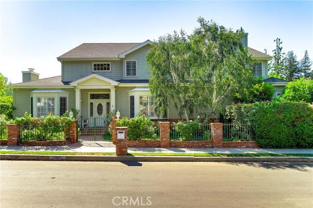3925 Woodfield Drive, Sherman Oaks, CA 91403
