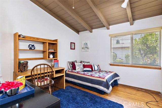 10624 Gaviota Avenue, Granada Hills CA: http://media.crmls.org/mediascn/b95f3912-a6f9-4846-baaf-350c6c636243.jpg