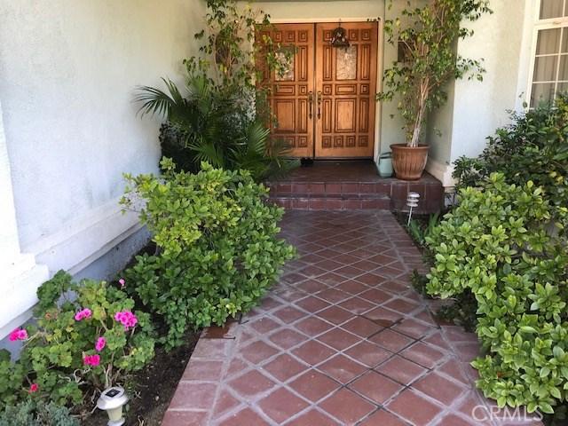 17806 Arvida Drive, Granada Hills CA: http://media.crmls.org/mediascn/b9a46f24-bc53-487c-8f4e-0c06ebc9aab5.jpg