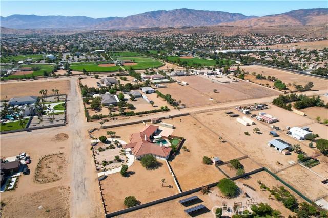 39915 27th W Street, Palmdale CA: http://media.crmls.org/mediascn/b9e1939e-b4f5-4b30-b582-653541a25907.jpg