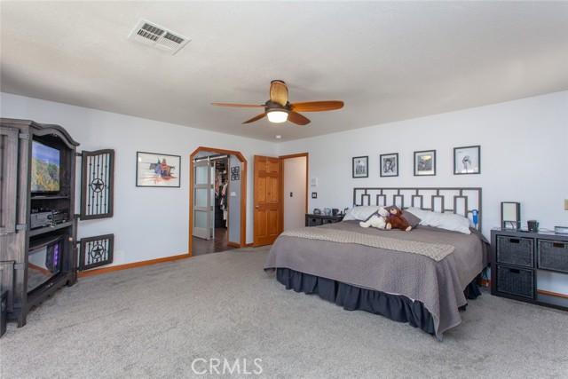 42411 27th W Street, Lancaster CA: http://media.crmls.org/mediascn/ba207715-fce4-4c80-9679-e16c28226b57.jpg