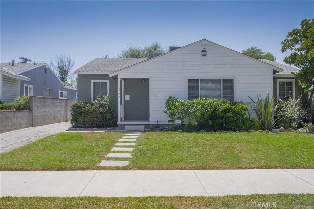 16222 HAMLIN, Lake Balboa, CA 91406