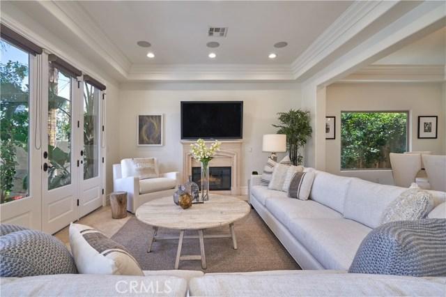 22137 Avenue San Luis, Woodland Hills CA: http://media.crmls.org/mediascn/ba47ca9b-d99a-4efa-8766-3ff110df73fb.jpg